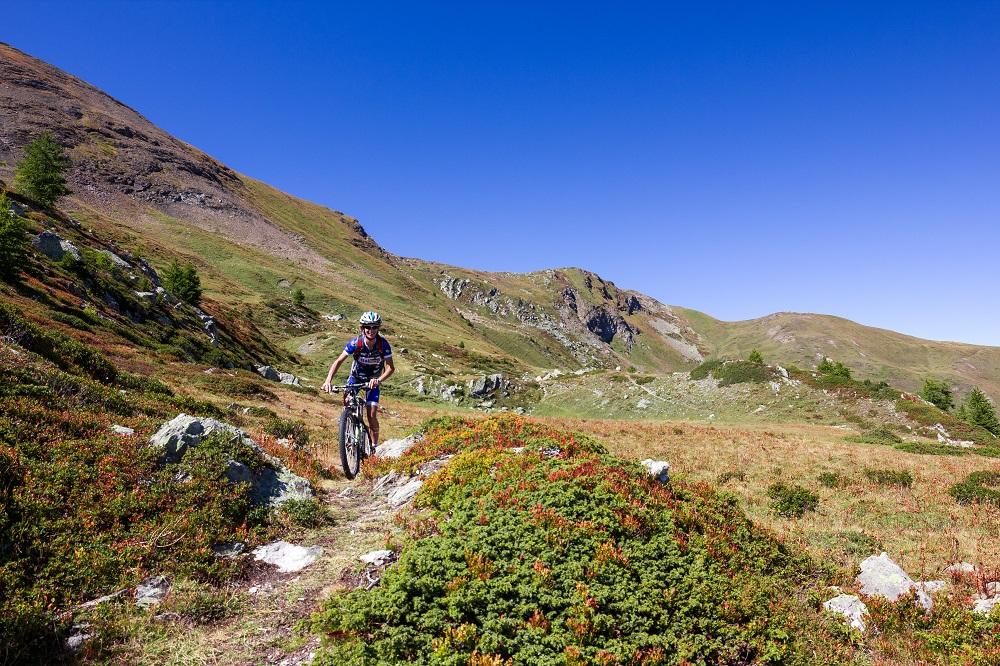 Rowerzysta w górach